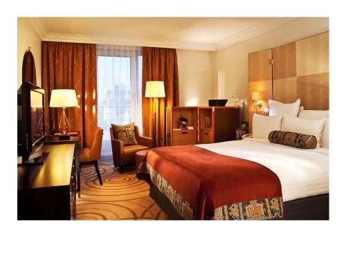 L'hôtel Marriott Champs Elysées - géré par Marriott Hotels et propriété de la Société d'Investissement Strategic Hotels & Resorts