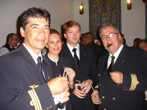 A peine posé à La Havane l'équipage du premier 777 sur la ligne teste les produits locaux havane et mojitos