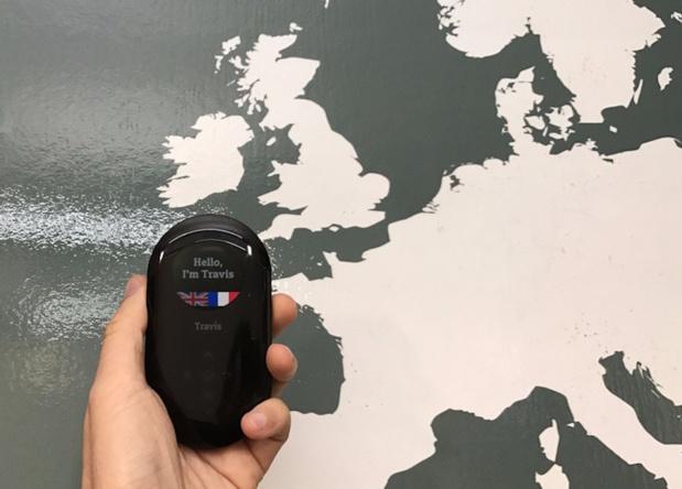 Travis Translator permet à la fois de communiquer rapidement et avec n'importe qui, quelques soit sa langue, et de rester concentré sur son interlocuteur afin de créer un vrai lien (c) Travis Translator