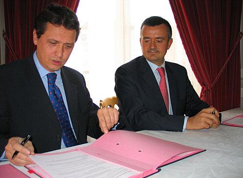 Thierry Baudier, DG de Maison de la France et Yves Jégo, secrétaire d'Etat à l'outre Mer