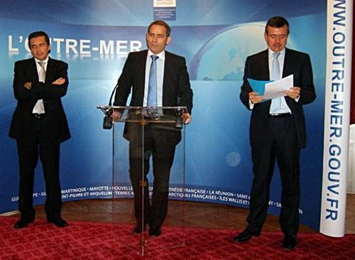 Didier Sylvestre, Jean-Marc Siano et Yves Jégo présentent les résultats de l'opération à la presse