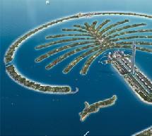 le Taj Exotica Resort & Spa de Palm Island Jumeirah à Dubaï, un resort de luxe situé sur la couronne entourant l'île.