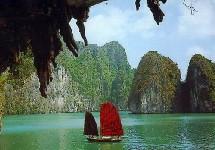 Le Vietnam et sa splendide baie d'Halong espèrent attirer 3,2 millions de touristes étrangers en 2005.