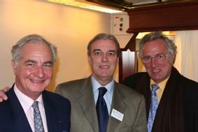 Christian Nicaud, directeur de Tapis rouge (centre) entouré à gauche de Bernard Fournier et de Yann Jacquot, les 2 chefs qui participeront à la croisière gastronomique du 14 au 23 mai prochain