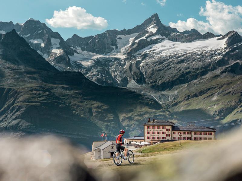 Le Riffelhaus 1853 fait partie des Swiss Bike Hotels - © Suisse Tourisme