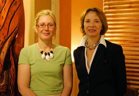 Gche à dte : Corinne Juillet et Jahida Majorel, Directrice de Nouvelle Calédonie Tourisme