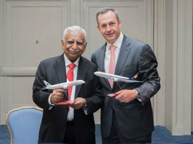 Naresh Goyal, président-fondateur de Jet Airways et Andrés Conesa, PDG d'Aeromexico, signent le protocole d'accord entre les deux compagnies aériennes - DR