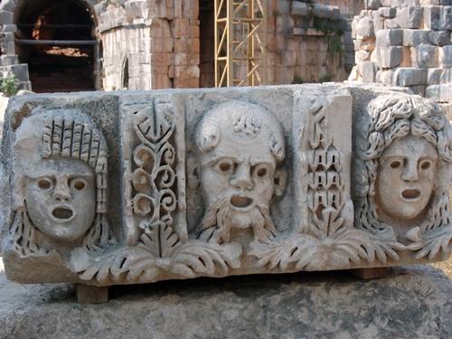 En bordure de la mer Egée, située sur la route du commerce antique, la région de Cesme, Izmir, Kusadasi ou Bodrum offre une exceptionnelle concentration de sites archéologiques...