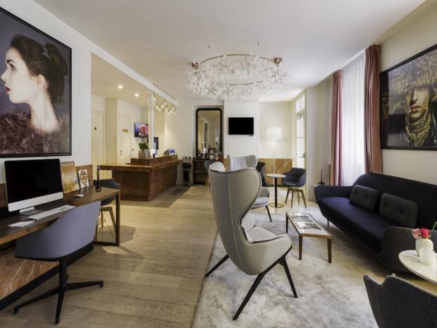 Le lobby du Kapital Opéra, premier hôtel du groupe français Quartus, dans le 8e arrondissement parisien © DR Quartus