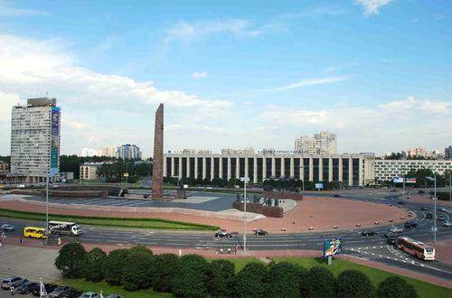 Pulkovskaya - Vue sur la Place des Défenseurs de Leningrad