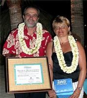 Martine Duconge, meilleure vendeuse 2004 aux cotés du vice-pdt du gouvernement, ministre du tourisme, Jacqui Drollet