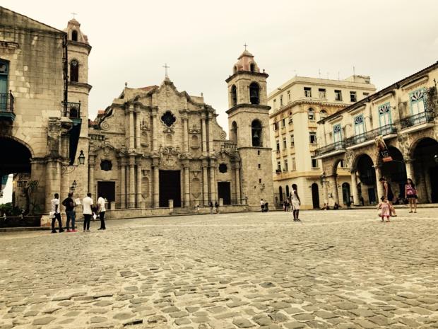 Plaza de la Cathédrale, à 2 jets de pierre de la Bodeguita del medio /photo JDL