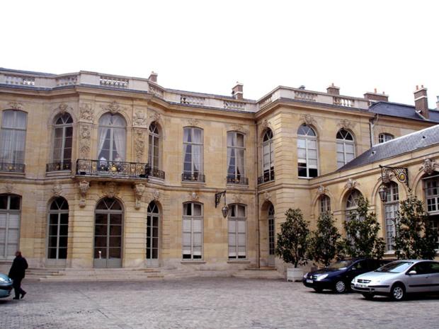 La cour de l'hôtel de Matignon - Photo Wikipedia Frédéric de Goldschmidt