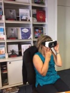 Hurtigruten utilise des casques de réalité virtuelle pour former les agents de voyages à sa nouvelle brochure 2018/2019 - Photo : Hurtigruten