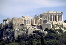 La restauration de l'Acropole a été lancée en 1975 au retour de la démocratie en Grèce.