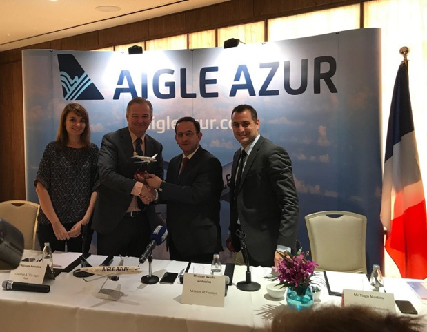 De gauche à droite : Mme. Isabelle Rose, ambassade de France au Liban ; M. Michael Hamelink, PDG d'Aigle Azur ; M. Avedis Guidanian, Ministre du Tourisme du Liban ; M. Tiago Martins, Directeur Commercial & Marketing d'Aigle Azur - DR