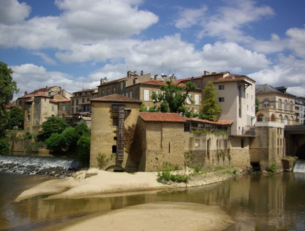 Hors les Fêtes de la Madeleine, la ville bat fatalement à un rythme plus paisible. Mont-de-Marsan redevient une aimable cité de province, dont le patrimoine rappelle les épisodes d'Histoire - DR : J.-F.R.