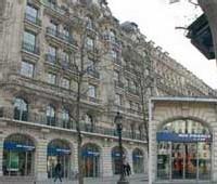 L'agence des Champs Elysées, la fermeture la plus emblématique...