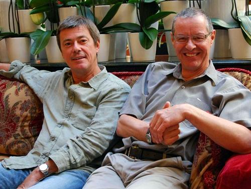 Didier Rabaux et Philippe Marquenet Didier Rabaux assurent que les produits individuels sont 10 à 15% moins chers que ceux de leurs concurrents grâce aux négos issues de la production groupes qui représente 70% du CA de Partir/Visiteurs.
