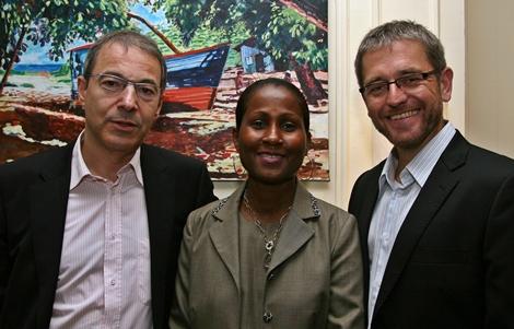 DE gche à dte : Philippe Bourgès (Sales Manager Europe), Bernadette Willemin (OT Seychelles) et Gilles Gosselin (DG Air Seychelles Europe)