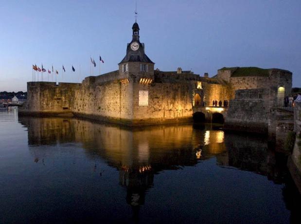 La ville évoque une vie maritime intense, une vocation balnéaire ancienne et l'intrigante présence d'un vieux quartier ceint de murailles - DR : Tourisme Bretagne