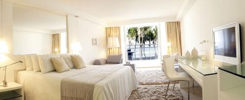 Apavou ouvrira en 2010 un hôtel de luxe à la Réunion
