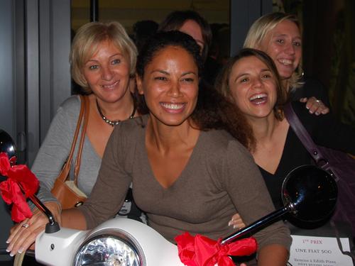 Édith Pires, à droite, a gagné la Fiat 500