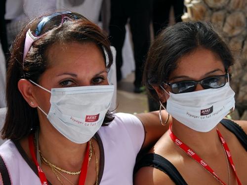 Ne vous y trompez pas ! Nos AGV ne témoignent pas sous couvert d'anonymat. Lors des Forces de Vente, Afat a juste tenu à positiver la psychose Grippe A qui sévit en ce moment, en distribuant des masques : ''Voyager ça fait respirer !''