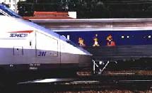 La SNCF reproche aux agences d'avoir étendu les frais de services à toute la billetterie, aérienne et ferroviaire alors que la compagnie a maintenu les commissions