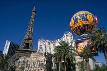Les Etats_Unis (ici l'hôtel Paris à las Vegas) devrait établir un record de fréquentation avec les touristes français.