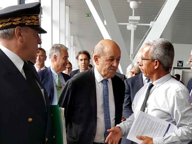Yves Rousset, Jean-Yves le Drian et Jacques Massoni à Marseille sur le port, au terminal de croisières - © J.P.