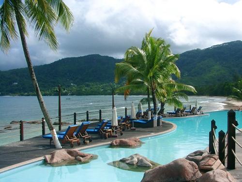 « Sur la Martinique, nous sommes à -44% de résas par rapport à l'année dernière et à -54% sur la Guadeloupe. On compense avec la Polynésie (+46%) et les Seychelles (+52%) »