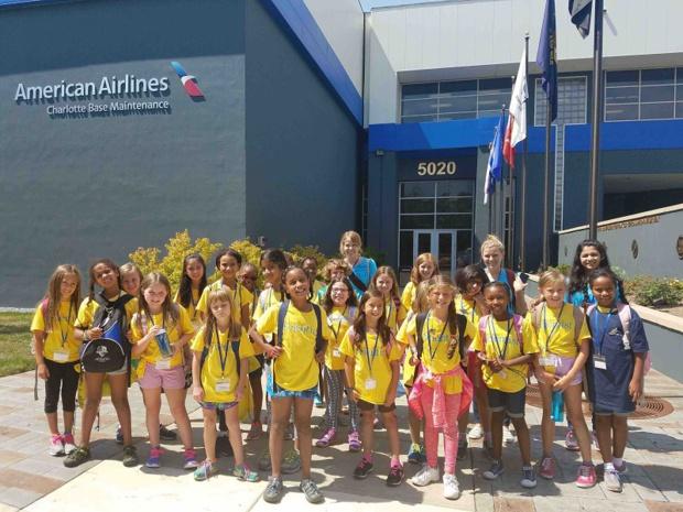 Une partie du groupe de jeunes apprenties scientifiques pour le hub d'American Airlines a Charlotte - Photo : American Airlines