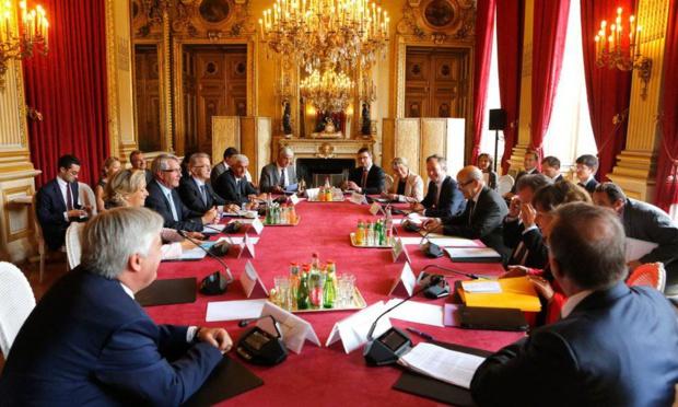 Jean-Yves Le Drian, ministre de l'Europe et des affaires étrangères,  le secrétaire d'Etat, Jean-Baptiste Lemoyne, et Philippe Richert, président de Régions de France et de la région Grand-Est, ont signé une déclaration commune de mobilisation en faveur de l'export et du tourisme. - Photo Quai d'Orsay