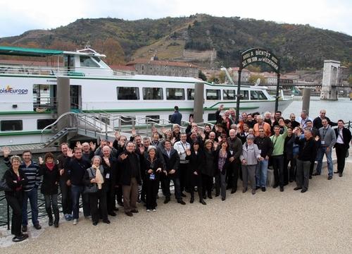 Les participants prennent la pose à Tain L'Hermitage (cliquer pour agrandir)