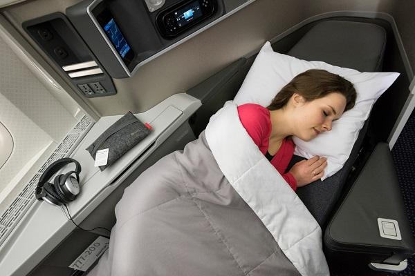 Les nouveaux sièges-lits équipant les B777-200 - DR : American Airlines.