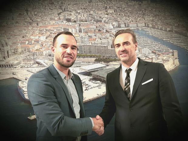 Jean-François Suhas, président du Club de la Croisière Marseille Provence et Fabien Da Luz, directeur général de TourMaG.com ont signé officiellement un partenariat ce jeudi 14 septembre 2017 pour l'organisation de Top Cruise au sein du Ditex - DR