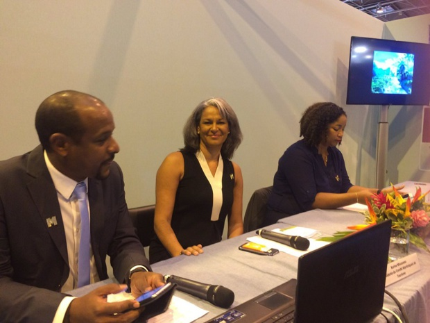 Le comité du tourisme martiniquais représenté de gauche à droite par Gaëtan Paderna, Karine Mousseau et Joëlle Désir- Crédit photo : compte twitter @CTM-Martinique