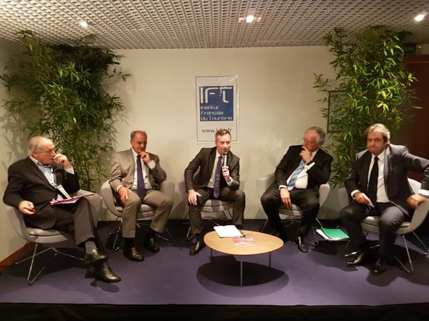 Jean-Baptiste Lemoyne (au centre) lors du débat de l'Institut français du tourisme à l'IFTM 2017 - Photo : C.E.