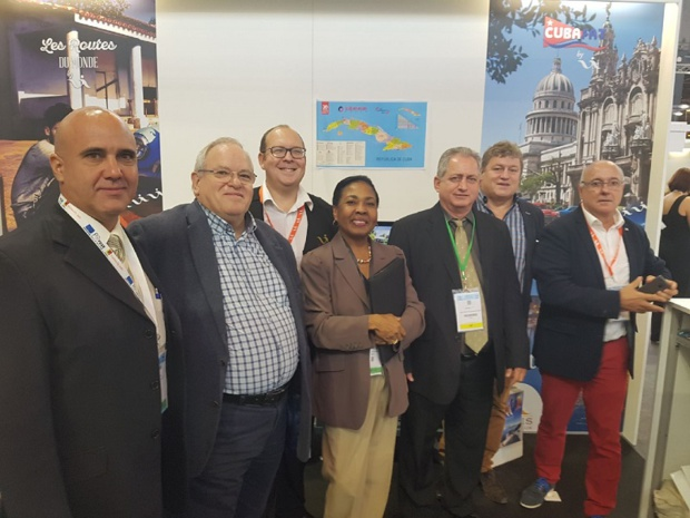 Voyages Internationaux a reçu sur son stand la visite du vice-ministre du tourisme de Cuba Luis Miguel Diaz Sanchez (sur la photo en cravate jaune)  - Photo DR