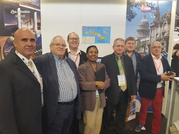Voyages Internationaux a reçu sur son stand la visite du vice-ministre du tourisme de Cuba Luis Miguel Diaz Sanchez (sur la photo en cravate jaune)  - Photo DR