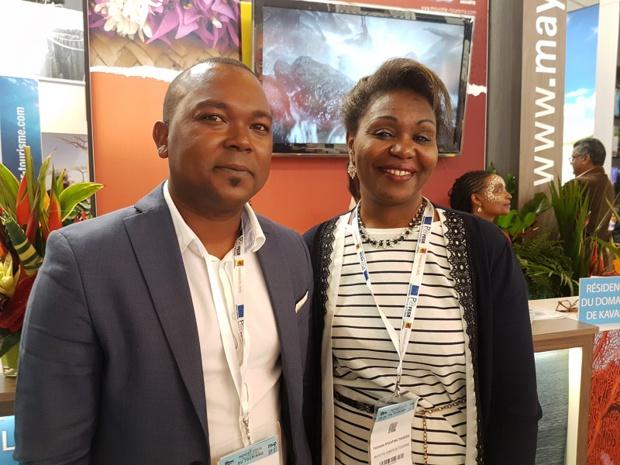 Michel Ahamed, directeur général du comité départemental du tourisme de Mayotte et Fatimati Razafinatoandro, présidente du CDT sur le stand de Mayotte à l'IFTM - Photo C.E.