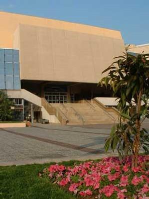 La présence d'un cours d'eau sur le site  de l'extension souterraine du Palais des Festivals serait de nature à compromettre, voire différer dans le temps la réalisation de l'extension envisagée du Palais des Festivals.