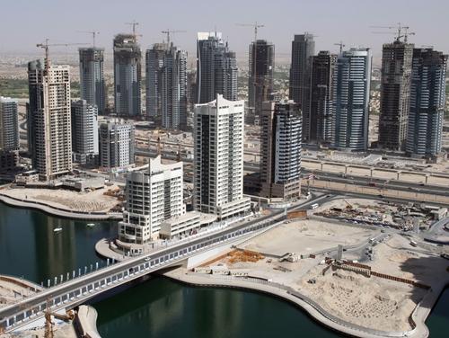 Dubaï est un chantier à ciel ouvert avec des forêts de gratte-ciels qui poussent comme autant de champignons