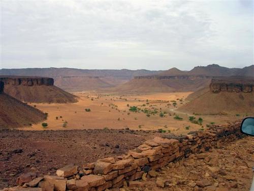 Oasis et désert de pierre dans l'Adrar