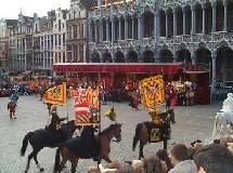 Bruxelles est une des très rares « grandes » villes dans le monde qui ait maintenu une tradition folklorique.