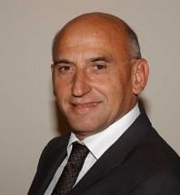 Marc Thépot, dg d'Accor Maroc a remis le prix Accor au meilleur lauréat 2005 de l'ISIT en présence du Ministre du Tourisme Monsieur Adil Douiri.