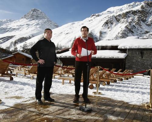 Marc Bauer, Maire de Val d'Isère et Henri Giscard d'Estaing, PDG du Club Med inaugurent l'espace 5 Tridents du Village de Val d'Isère - Crédit Shérif Scouri