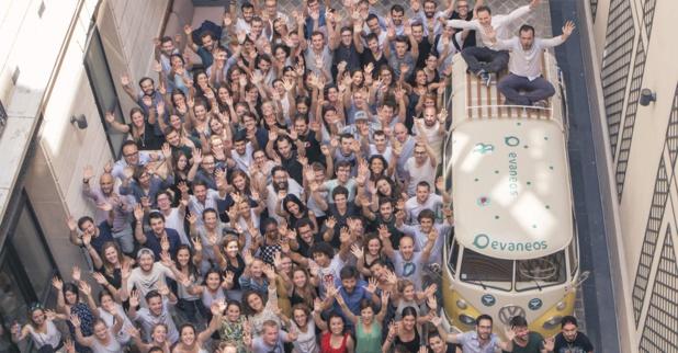 """L'équipe, dans les nouveaux locaux d'Evaneos baptisés """"La Voyagerie"""", situés au 27 Rue de Mogador, Paris 9e. DR Evaneos"""