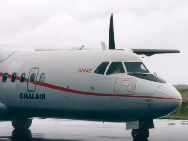 Un ATR-42 exploité par Chalair. La compagnie française est soupçonnée d'employer des travailleurs détachés sous contrat portugais - © Chalair FB